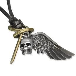 Collier avec cordon de cuir et t�te de mort avec aile en pendentifs