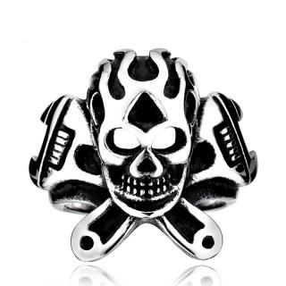 Bague homme biker en acier avec crane enflammé et clés à molette