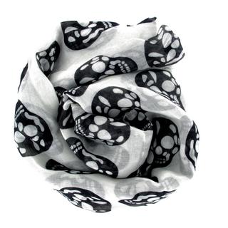 Grand foulard blanc avec têtes de mort noires